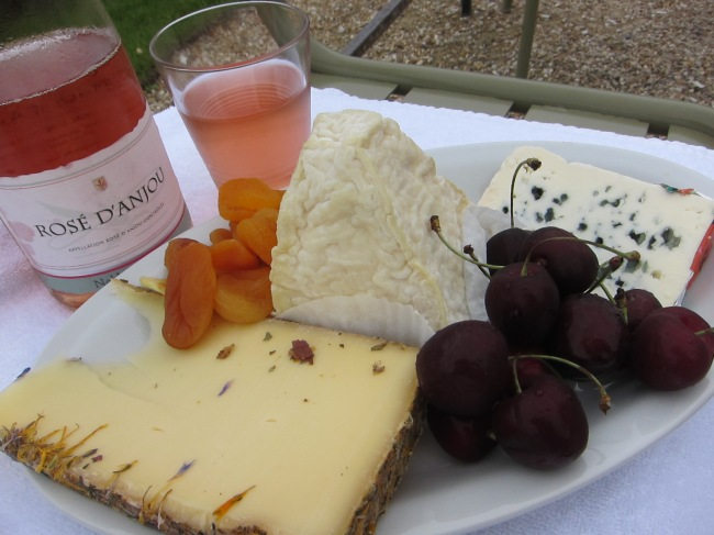 Photo 16 - Paris picnic of Loire wine and cheese